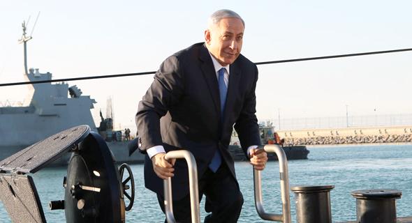 """ראש הממשלה, בנימין נתניהו, על הצוללת אח""""י רהב של טיסנקרופ, צילום: אלעד גרשגורן"""