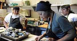 אלי קאראן עובדת מטבח ב בולטימור, צילום: גטי אימג'ס