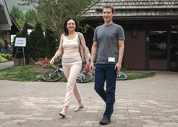 """עם מייסד פייסבוק מארק צוקרברג. """"הוא לא יילך לפוליטיקה"""""""
