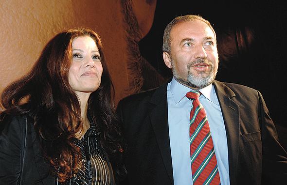 עם אביגדור ליברמן ב־2008, כשהצטרפה לישראל ביתנו, צילום: אפי שריר