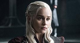אמיליה קלארק בתפקיד חאליסי , צילום: HELEN SLOAN / HBO