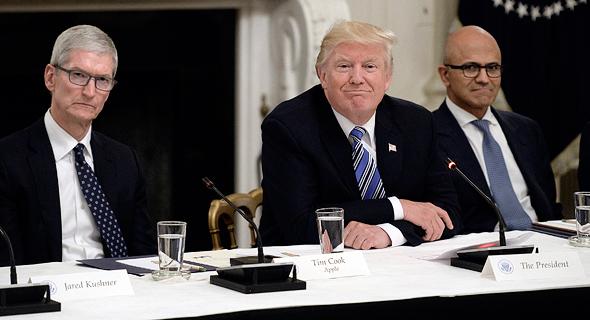 """מנכ""""לי מיקרוסופט ואפל בפגישה עם הנשיא טראמפ"""