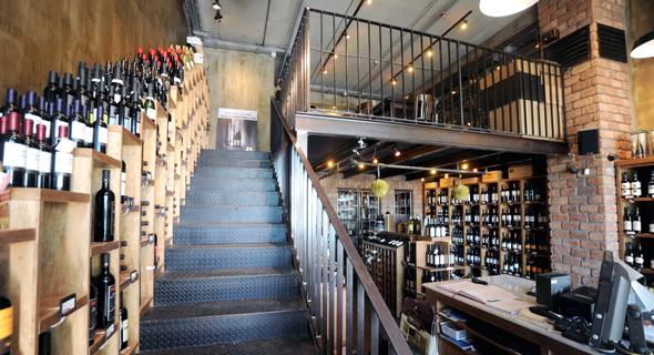 חנות Wine&More, שמפעילה משקאות חינאווי. המשקה כשר או לא כשר?