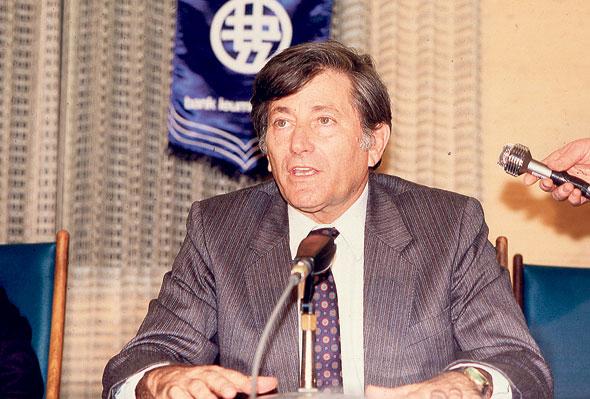 אלי הורביץ ב-1987. נהג להסתובב באותן שנים עם מכתב התפטרות בכיס, למקרה שפיתוח הקופקסון ייכשל
