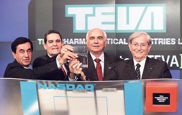 """הורביץ (מימין), מקוב, ינאי וזיסקינד פותחים את המסחר בנאסד""""ק ב־2007. """"לטבע היה כל הכסף שבעולם, אבל היא עשתה יותר מדי מהלכים לא נכונים. זו בושה"""""""