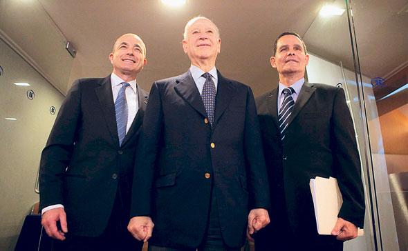 שלמה ינאי, פיליפ פרוסט וג'רמי לוין במסיבת העיתונאים עם פרישת ינאי ב-2012. זה היה הסוף של מורשת הורביץ