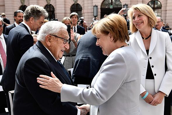 אנגלה מרקל הנרי קיסינג'ר ברלין יוני 2017 70 שנה לתוכנית מרשל, צילום: איי אף פי