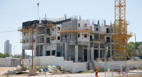 בניין המחלוקת בשדרות היובל בשכונת נחלת יהודה, ראשון לציון, צילום: אוראל כהן
