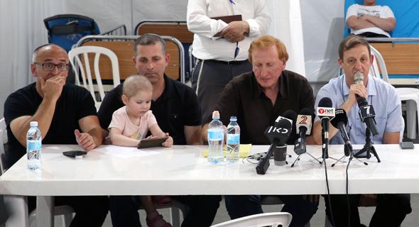 מסיבת עיתונאים של הורי הילדים חולי הסרטן הדסה שני מימין פרופ' מיקי וינטראוב , צילום: עמית שאבי