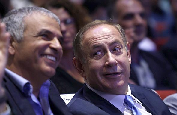 ראש הממשלה בנימין נתניהו ושר האוצר משה כחלון  צוחקים, צילום: עמית שעל