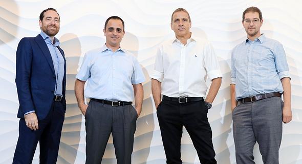 """מייסדי נאוויטס פטרוליום חנן רייכמן (מימין), קובי כץ, עמית קורנהאוזר וחנן וולף. """"הפקנו לקחים מהביקורת"""""""
