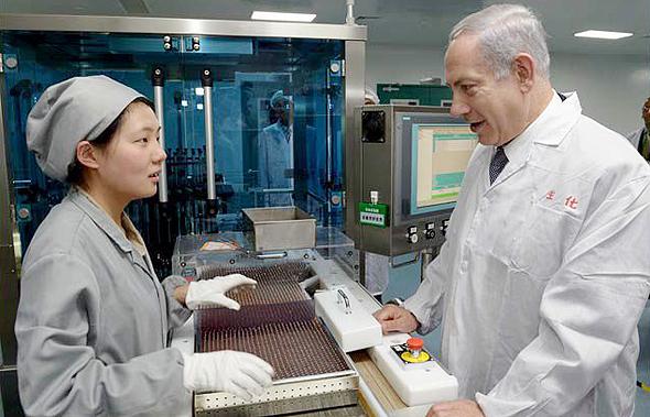 """בנימין נתניהו בביקור ב ענקית ה תרופות פארמה שב שנגחאי, צילום: לע""""מ/אבי אוחיון"""