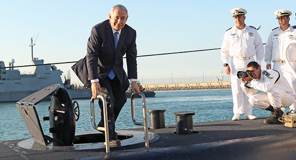 Israeli PM Netanyahu on one of the ThyssenKrupp submarines acquired by Israel. Photo: Elad Gershgoren