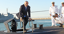 Netanyahu on one of the ThyssenKrupp submarines acquired by Israel. Photo: Elad Gershgoren