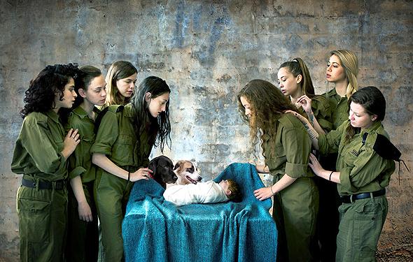 צילומים של אנג'ליקה שר המוצגים בביאנלה בסכנין: לידת ישו