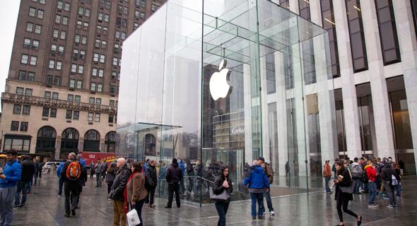 חנות אפל מנהטן ניו יורק השדרה החמישית, צילום: בלומברג