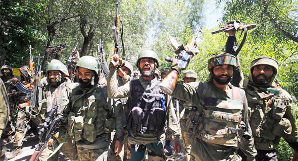 חיילים הודים בחבל המריבה קשמיר