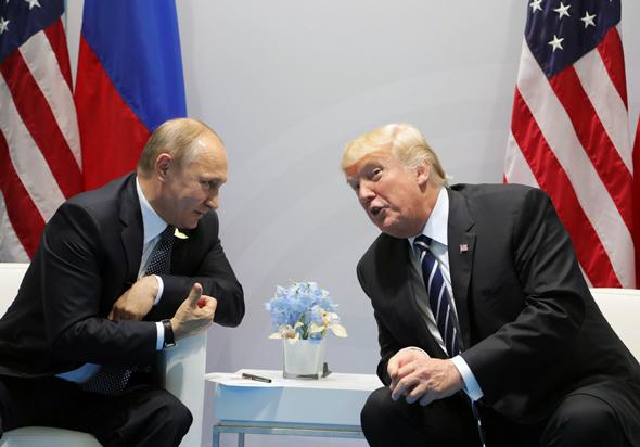 טראמפ נפגש עם פוטין במהלך הפסגה, צילום: אי פי איי