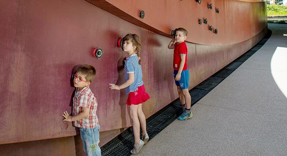 פעילויות שמע במוזיאון העיצוב בחולון. חוויה רב-חושית