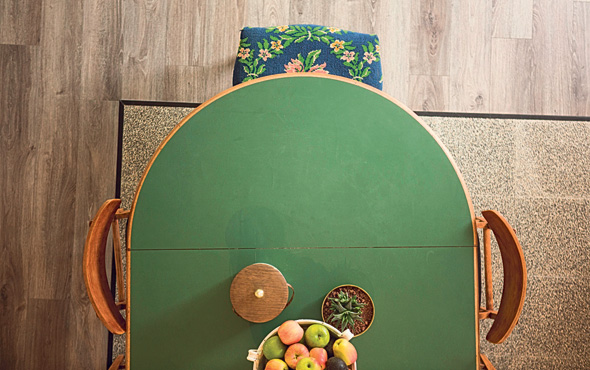 שולחן האוכל במטבח