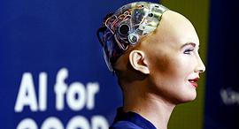 מוסף שבועי 13.7.17 הסוף שלנו הרובוטית סופיה רובוט עם בינה מלאכותית, צילום: רויטרס