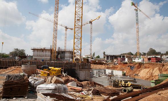 אתר בנייה של דירה להשכיר. היזמים מתלוננים על חוסר יכולת להגדיר סיכונים