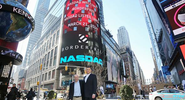 """מנכ""""ל בורדרפרי לשעבר מייק דה סימון (מימין) וטל ביום ההנפקה. השווי צנח בחדות, צילום: Christopher Galluzzo"""