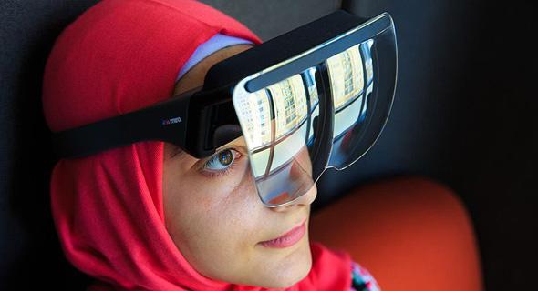 משקפי Mira Prism, שמתבססים על האייפון ליישומי AR. עדיין לא ידוע כיצד יעוצב הפיתוח של אפל עצמה