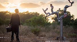 פנאי יובל המאירי ב הצגה צינורות, צילום: יאיר מיוחס