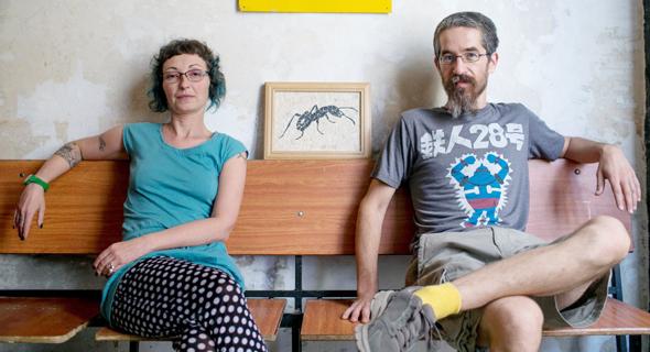 נועם כוזר ולידיה מלטין במשרדי בר קיימא בירושלים. סטודיו שיתופי לאמנות ובירוקרטיה