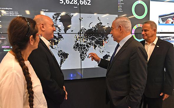 """בנימין נתניהו מתקן הרשות הלאומית להגנת הסייבר ב באר שבע, צילום: קובי גדעון לע""""מ"""