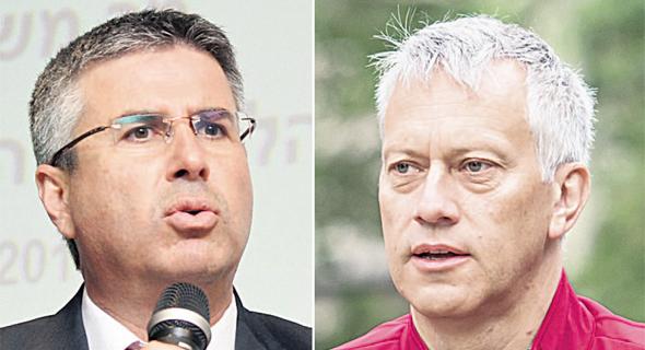 """מימין: מנכ""""ל קוקה־קולה העולמית ג'יימס קווינסי ומנהל רשות המסים משה אשר"""