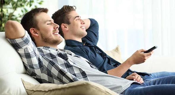 יש מועמדים שחולמים לשבת כל היום מול הטלוויזיה, ושישלמו להם על כך, צילום: שאטרסטוק
