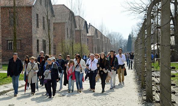 משלחת לפולין במחנה ההשמדה אושוויץ (ארכיון)