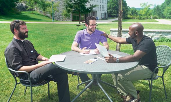 """דומיניק (מימין), קווין ופול. רצו לקרוא את התנ""""ך בשפת המקור"""