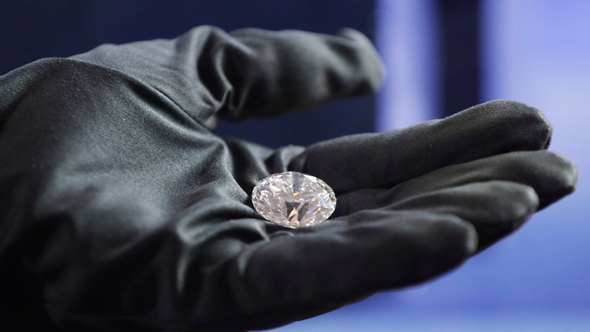 יהלום הענק שיימכר במכירה הפומבית המקוונת. בגודל של עין אנושית, צילום: רויטרס