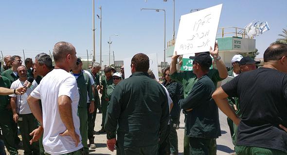 עובדי חיפה כימיקלים מתבצרים במפעל בעקבות הפיטורים, צילום: באדיבות דוברות ההסתדרות