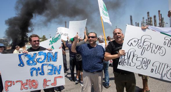 הפגנה של עובדי חיפה כימיקלים , צילום: גיל נחושתן