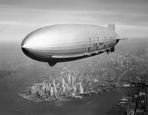 הספינה מייקון בטיסה מעל ניו יורק