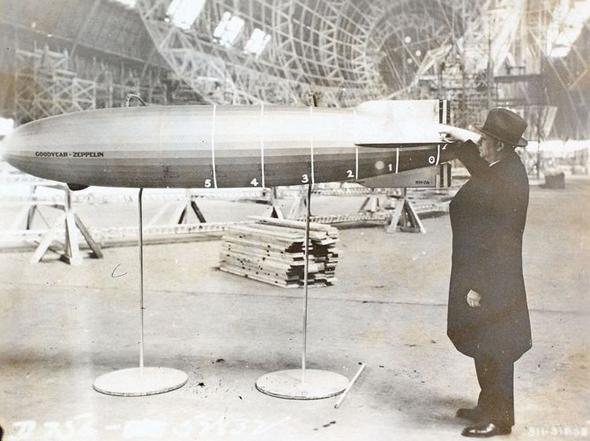 קרל ארנשטיין, לצד דגם של ספינה שתכנן, צילום: Pinterest