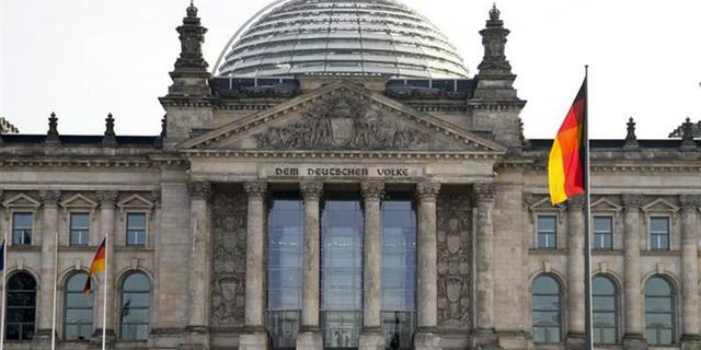 ברלין: תיירים סינים נעצרו לאחר שהצדיעו במועל יד