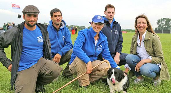 נבחרת ישראל בתחרות בהולנד: אתרוג עם איתי יצקן (משמאל), יובל סבירסקי, המאמן הוולשי צ