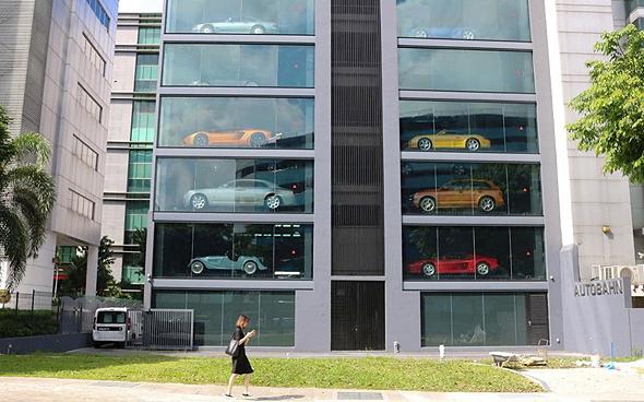 כספומט מכוניות  סינגפור עליבאבא, צילום: גטי אימג'ס