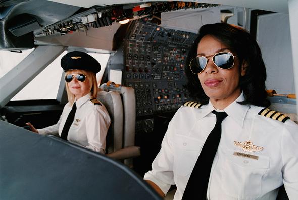 הטייסת עסוקה. דברו איתה לאחר הטיסה