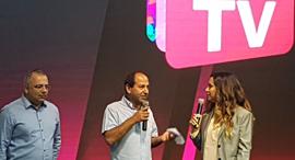 """מנכ""""לית HOT טל גרנות גולדשטיין ורמי לוי משיקים את הטלוויזיה החדשה שלו, צילום: עוזי בלומר"""