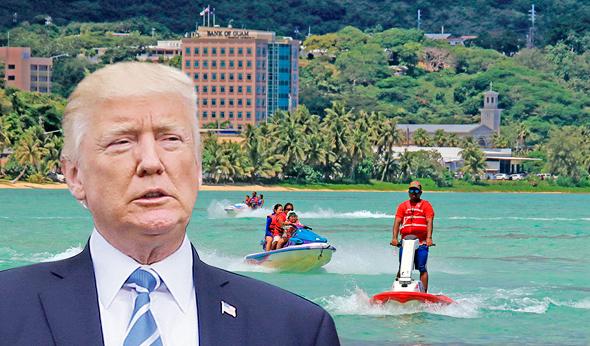 """נשיא ארה""""ב דונלד טראמפ על רקע החוף ב אי גואם, צילום: איי אף פי, רויטרס"""