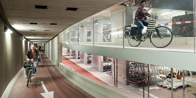 מפנים את המדרכות: חניון האופניים תת קרקעי הגדול בעולם הוקם בהולנד