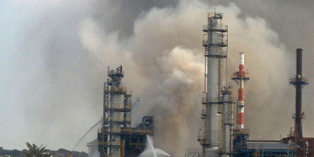 כוחות הכיבוי השתלטו על שריפה בבית הזיקוק פז באשדוד
