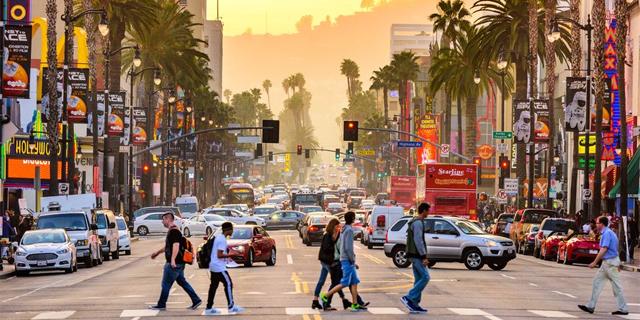 חם לכם בחוץ? בלוס אנג'לס מצאו פתרון גאוני להקלת החום