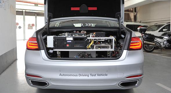 """מערכת המיחשוב ברכב הניסיוני של מובילאיי. """"מבחינת רכיבים, אין הרבה הבדל בין רכב קיים עם מערכות סיוע לנהיגה, לבין הרכיבים שיידרשו ברכב אוטונומי לחלוטין"""", צילום: יואב דודקביץ"""